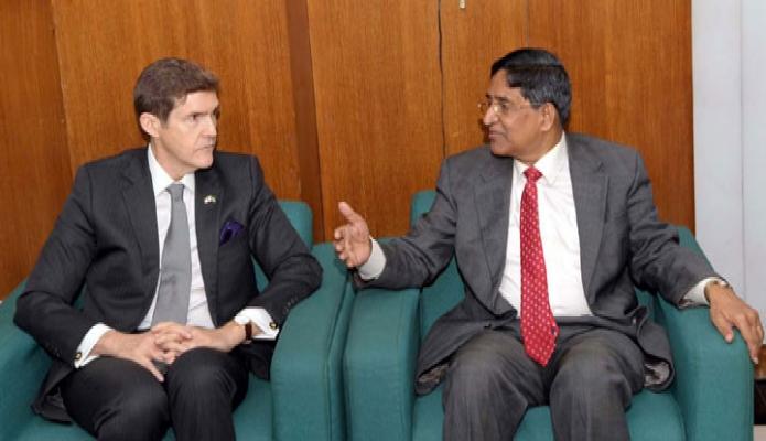 বুধবার কৃষিমন্ত্রী ড. মোঃ আব্দুর রাজ্জাকের সাথে  সচিবালয়ে তাঁর অফিসকক্ষে মার্কিন রাষ্ট্রদূত আর্ল রবাট মিলার সাক্ষাৎ করেন -পিআইডি