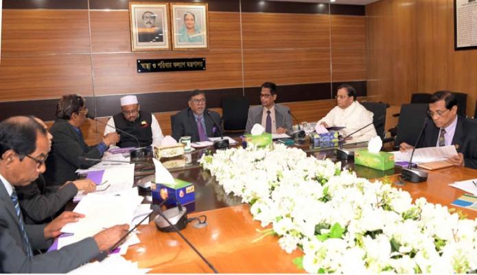 স্বাস্থ্যমন্ত্রী জাজিদ মালেক ঢাকায় তাঁর মন্ত্রণালয়ের সভাকক্ষে স্বাস্থ্য উন্নয়ন সারচার্জ ব্যবস্থাপনা কমিটির সভায় সভাপতিত্ব করেন -পিআইডি