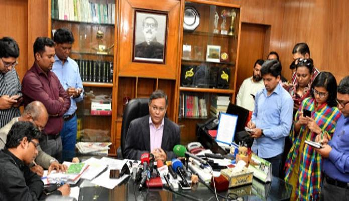 মঙ্গলবার তথ্যমন্ত্রী ড. হাছান মাহ্মুদ মন্ত্রণালয়ের অফিসকক্ষে সমসাময়িক বিষয়ে সাংবাদিকদের ব্রিফ করেন -পিআইডি