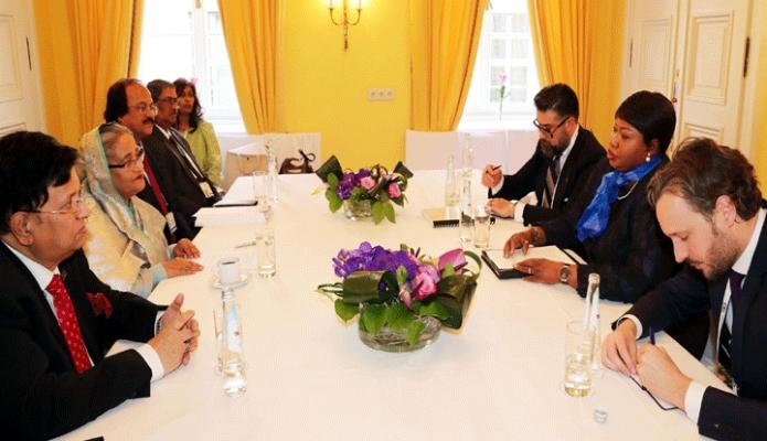 বৃহস্পতিবার প্রধানমন্ত্রী শেখ হাসিনার সাথে  জার্মানির মিউনিখে Bayerischer Hof  হোটেলে International Criminal Court (ICC)  এর চিপ প্রসিকিউটর Dr. Bensouda  বৈঠক করেন -পিআইডি