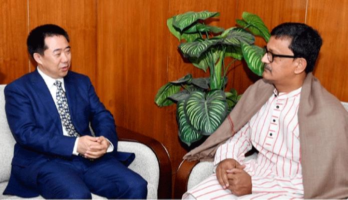 বুধবার নৌপরিবহন প্রতিমন্ত্রী খালিদ মাহমুদ চৌধুরীর সাথে ডাকায় সচিবালয়ে তাঁর অফিসকক্ষে চীনা রাষ্ট্রদূত জ্যাং জু সাক্ষাৎ করেন -পিআই