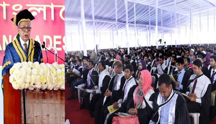 মঙ্গলবার রাষ্ট্রপতি মোঃ আবদুল হামিদ ঢাকায় বাংলাদেশ প্রকৌশল বিশ্ববিদ্যালয় ক্যাম্পাসে বিশ্ববিদ্যালয়ের ১১তম সমাবর্তন অনুষ্ঠানে ভাষণ দেন -পিআইডি