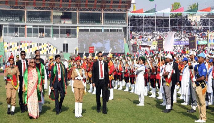 মঙ্গলবার ঢাকা প্রধানমন্ত্রী শেখ হাসিনা মহান স্বাধীনতা ও জাতীয় দিবসে ঢাকায় বঙ্গবন্ধু জাতীয় স্টেডিয়ামে শিশু-কিশোরদের সমাবেশ ও কুচকাওয়াজ পরিদর্শন করেন -পিআইডি