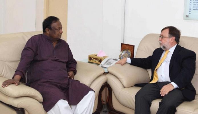 বৃহস্পতিবার বাণিজ্যমন্ত্রী টিপু মুনশির সাথে ঢাকায় তাঁর অফিসকক্ষে আর্জেন্টিনার রাষ্ট্রদূত ড্যানিয়েল চুবুরু সাক্ষাৎ করেন -পিআইডি