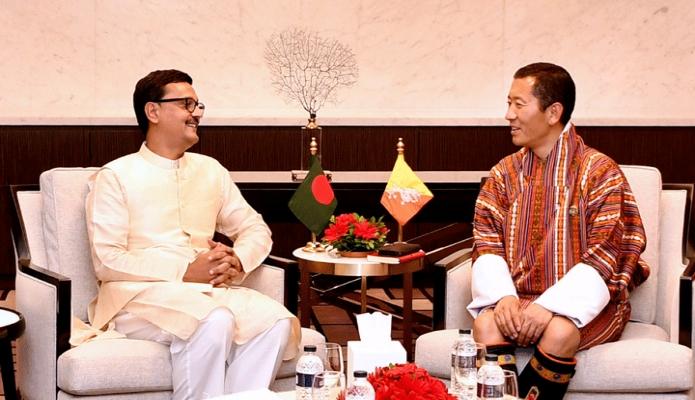 শনিবার ভুটানের প্রধানমন্ত্রী ডা. লোটে শেরিংয়ের সাথে ঢাকায় ইন্টারকন্টিনেন্টাল হোটেলে নৌপরিবহন প্রতিমন্ত্রী খালিদ মাহমুদ চৌধুরী সাক্ষাৎ করেন -পিআইডি