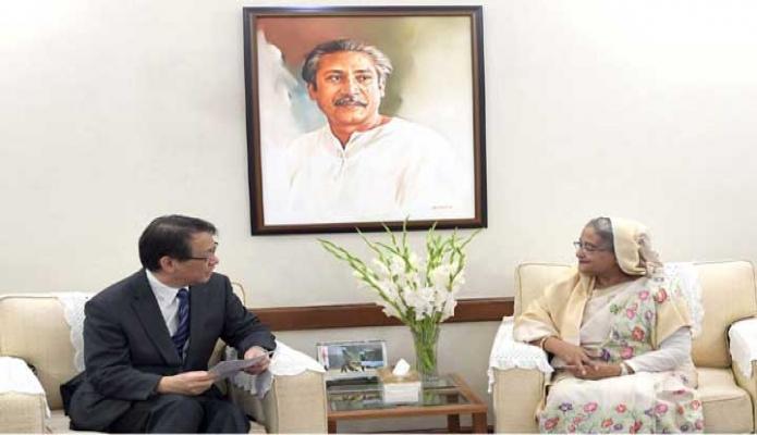 সোমবার প্রধানমন্ত্রী শেখ হাসিনার সাথে ঢাকায় গণভবনে বাংলাদেশে নিযুক্ত জাপানের রাষ্ট্রদূত হরিোইয়াসু ইজুমি সাক্ষাৎ করেন -পিআইডি