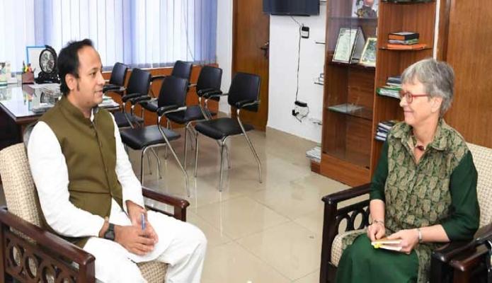 বুধবার শিক্ষা উপমন্ত্রী মহিবুল হাসান চৌধুরীর সাথে তাঁর অফিসকক্ষে নরওয়ের রাষ্ট্রদূত Sidsel Bleken সাক্ষাৎ করেন -পিআইডি