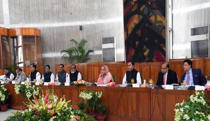 বৃহস্পতিবার প্রধানমন্ত্রী শেখ হাসিনা জাতীয় সংসদ ভবনের মন্ত্রিপরিষদ কক্ষে মন্ত্রিসভার বিশেষ বৈঠকে সভাপতিত্ব করেন -পিআইডি