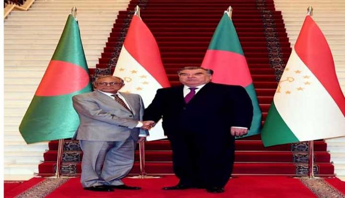 বৃহস্পতিবার রাষ্ট্রপতি মোঃ আবদুল হামিদ তাজিকিস্তানের প্রেসিডেন্ট Emomali Rahmon এর সাথে তাঁর কার্যালয়ে সাক্ষাৎ করেন -পিআইডি