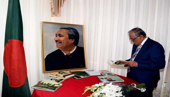 বুধবার রাষ্ট্রপতি মোঃ আবদুল হামিদকে উজবেকিস্তানের রাজধানী তাসখন্দে বাংলাদেশ দূতাবাস পরিদর্শন করেন -পিআইডি