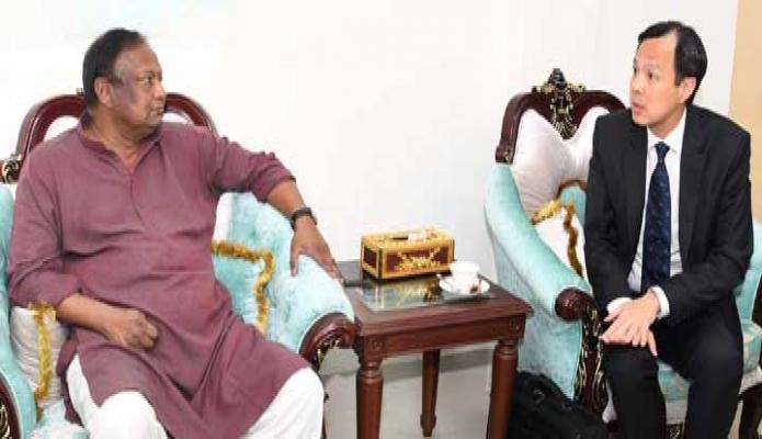 বুধবার বাণিজ্যমন্ত্রী টিপু মুনশির সাথে তাঁর অফিস কক্ষে বাংলাদেশে নিযুক্ত সিঙ্গাপুরের হাইকমিশনার 'ডেরেক লোহ, সাক্ষাৎ করেন -পিআইডি