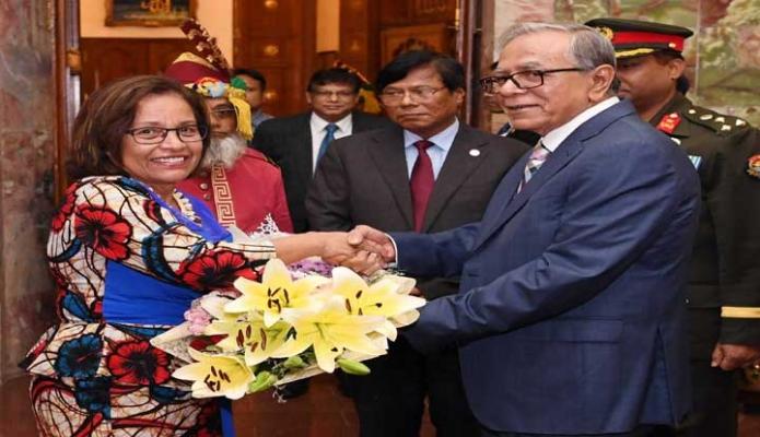 মঙ্গলবার রাষ্ট্রপতি মোঃ আবদুল হামিদের সাথে ঢাকায় বঙ্গভবনে রিপাবলিক অভ্ দ্য মার্শাল আইল্যান্ডের Dr. Hilda C. Heine সাক্ষাৎ করেন -পিআইডি