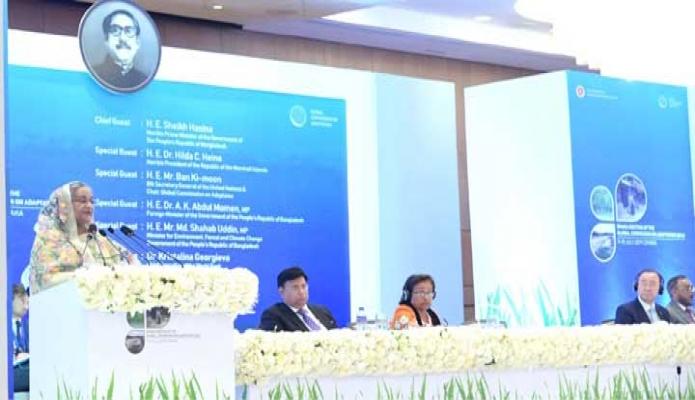 বুধবার প্রধানমন্ত্রী শেখ হাসিনার সাথে ঢাকায় একটি হোটেলে Dhaka Meeting of the Global Commission on Adaptation (GCA) শীর্ষক অনুষ্ঠানে প্রধান অতিথির বক্তৃতা করেন -পিআইডি