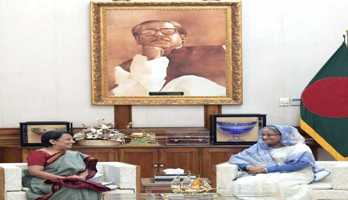 সোমবার প্রধানমন্ত্রী শেখ হাসিনা ঢাকায় গণভবনে ভারতের হাইকমিশনার রিভা গাঙ্গুলি দাস সাক্ষাৎ করেন -পিআইডি