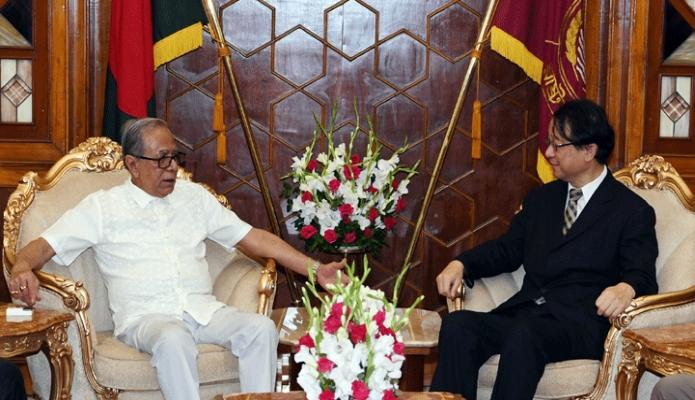 রবিবার রাষ্ট্রপতি মোঃ আব্দুল হামিদের সাথে ঢাকায় বঙ্গভবনে বাংলাদেশ নিযুক্ত জাপানের রাষ্ট্রদূত হিরোইয়াসু ইজুমি বিদায়ী সাক্ষাৎ করেন -পিআইডি