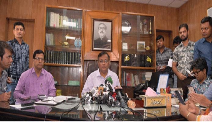 বৃহস্পতিবার তথ্যমন্ত্রী ড. হাছান মাহমুদ ঢাকায় তাঁর মন্ত্রণালয়ের অফিসকক্ষে সমসামায়িক বিষয়ে সাংবাদিকদের ব্রিফ করেন -পিআইডি