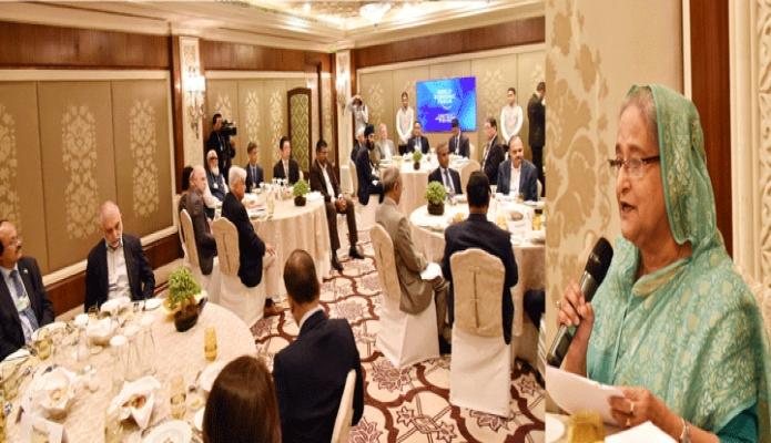 বৃহস্পতিবার প্রধানমন্ত্রী শেখ হাসিনা নয়াদিল্লীর হোটেল তাজ প্যালেসে বিশ বিশ্বঅর্থনৈতিক ফোরাম (ডব্লিউইএফ) আয়োজিত ইন্ডিয়া ইকোনমিক সামিটের Country Straegy Dialogue on Bangladesh-এ বক্তৃতা করেন -পিআইডি
