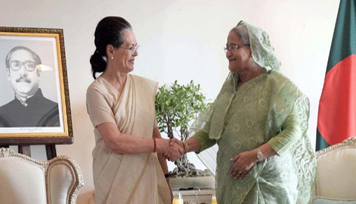 রবিবার প্রধানমন্ত্রী শেখ হাসিনার সাথে নয়াদিল্লীতে হোটেল তাজমহলে ভারতের জাতীয় কংগ্রেস এর সভাপতি সোনিয়া গান্ধী সাক্ষাৎ করেন -পিআইডি