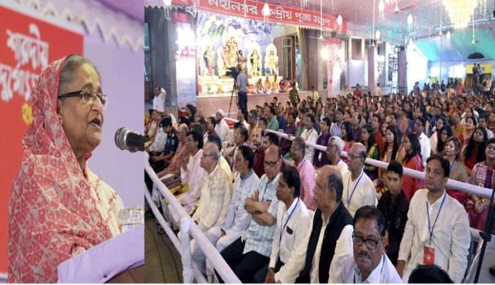 সোমবার প্রধানমন্ত্রী শেখ হাসিনা ঢাকায় ঢাকেশ্বরী জাতীয় মন্দিরে শারদীয় দুর্গাৎসব উপলক্ষে আয়োজিত অনুষ্ঠানে বক্তৃতা করেন -পিআইডি