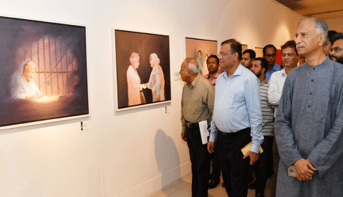 মঙ্গলবার তথ্যমন্ত্রী ড. হাছান মাহমুদ ঢাকায় শিল্পকলা একাডেমির জাতীয় চিত্রশালা মিলনায়তনে 'শেখ হাসিনা : বাংলাদেশের স্বপ্নসারথি' শিরোনামে আলোকচিত্র ও শিল্পকর্মের মাসব্যাপী প্রদর্শনী ঘুরে দেখেন -পিআইডি