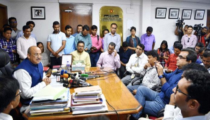 বুধবার তথ্য প্রতিমন্ত্রী ডা. মো: মুরাদ হাসান ঢাকায় তাঁর মন্ত্রণালয়ের সভাকক্ষে সরকারি ও বেসরকারি টিভি চ্যানেলের বার্তা বিভাগের প্রধানদের সাথে মতবিনিময় করেন -পিআইডিবুধবার