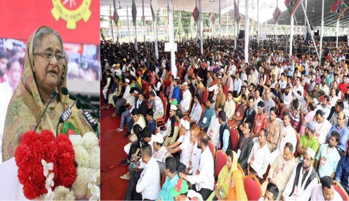 শনিবার প্রধানমন্ত্রী শেখ হাসিনা ঢাকায় সোহরাওয়ার্দী উদ্যানে জাতীয় শ্রমিক লীগের সম্মেলন ২০১৯ এর উদ্বোধন অনুষ্ঠানে বক্তৃতা করেন -পিআইডি