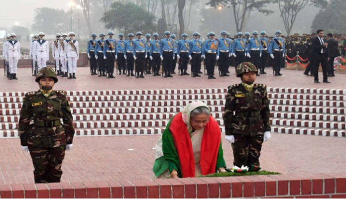 সোমবার প্রধানমন্ত্রী শেখ হাসিনা মহান বিজয় দিবসে সাভার জাতীয় স্মৃতিসৌধে পুষ্পস্তবক অর্পণ করেন -পিআইডি