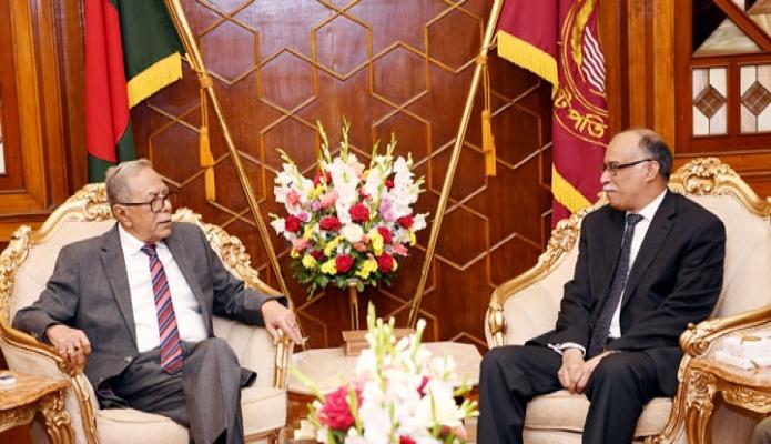 রাষ্ট্রপতি মোঃ আবদুল হামিদের সাথে বঙ্গভবনে রাশিয়ায় বাংলাদেশের রাষ্ট্রদূত কামরুল আহসান সাক্ষাৎ করেন -পিআইডি