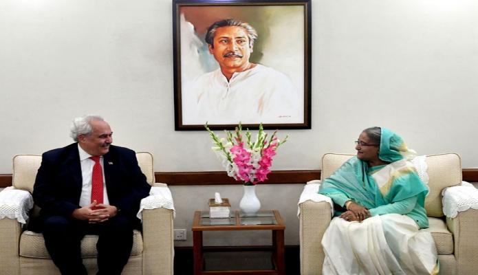 মঙ্গলবার প্রধানমন্ত্রী শেখ হাসিনা গণভবনে বাংলাদেশে নিযুক্ত তুরস্কের রাষ্ট্রদূত ডেভরিম ওজতুর্কের বিদায়ী সাক্ষাৎ করেন -পিআইডি