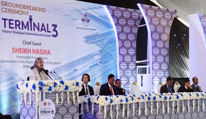 শনিবার প্রধানমন্ত্রী শেখ হাসিনা ঢাকায় হযরত শাহজালাল আন্তর্জাতিক বিমান বন্দরে ৩য় র্টামিনালের নির্মাণ কাজের উদ্বোধন অনুষ্ঠানে বক্তৃতা করেন -পিআইডি