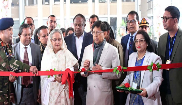 বৃহস্পতিবার প্রধানমন্ত্রী শেখ হাসিনা ঢাকায় বঙ্গবন্ধু আন্তর্জাতিক সম্মেলন কেন্দ্রে 'জাতীয় বস্ত্র দিবস ২০১৯ উদ্যাপন ও বহুমুখী বস্ত্রমেলা' উদ্বোধন করেন -পিআইডি