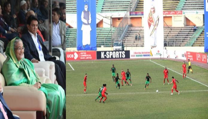 শনিবার প্রধানমন্ত্রী শেখ হাসিনা ঢাকায় বঙ্গবন্ধু জাতীয় স্টেডিয়ামে 'বঙ্গবন্ধু গোল্ডকাপ আন্তর্জাতিক ফুটবল টুর্নামেন্ট ২০২০' এর ফাইনাল খেলা উপভোগ করেন -পিআইডি