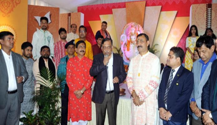 বৃহস্পতিবার স্বরাষ্ট্রমন্ত্রী আসাদুজ্জামান খান ঢাকায় শেওে বাংলা নগওে রাজধানী উচ্চ বিদ্যালয়ে সরস্বতী পৃজা পরিদর্শন করেন -পিআইডি