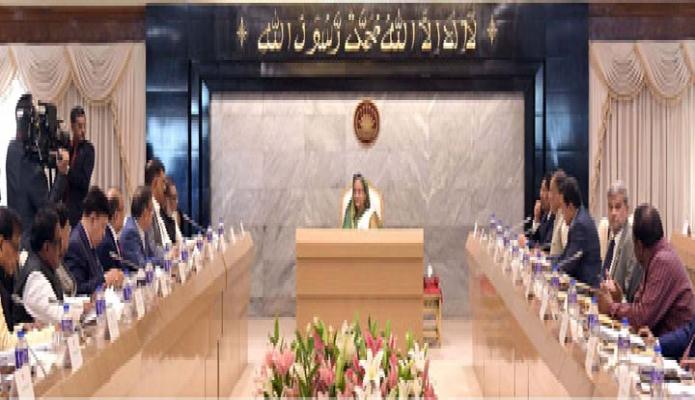 সোমবার প্রধানমন্ত্রী শেখ হাসিনা ঢাকায় তাঁর কার্যালয়ে মন্ত্রিসভার বৈঠকে সভাপতিত্ব করেন -পিআইডি