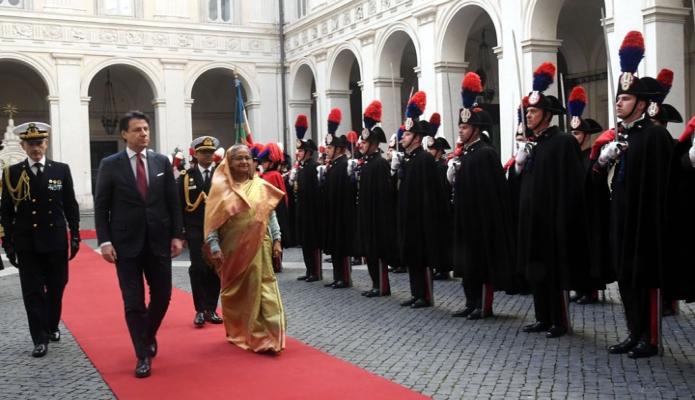 বুধবার প্রধানমন্ত্রী শেখ হাসিনাকে ইতালির রোমে Palazzo Chigi -তে সে দেশের প্রধানমন্ত্রী Giuseppe Conte  এর উপস্থিতিতে গার্ড অভ্ অনার প্রদান করা হয় -পিআইডি