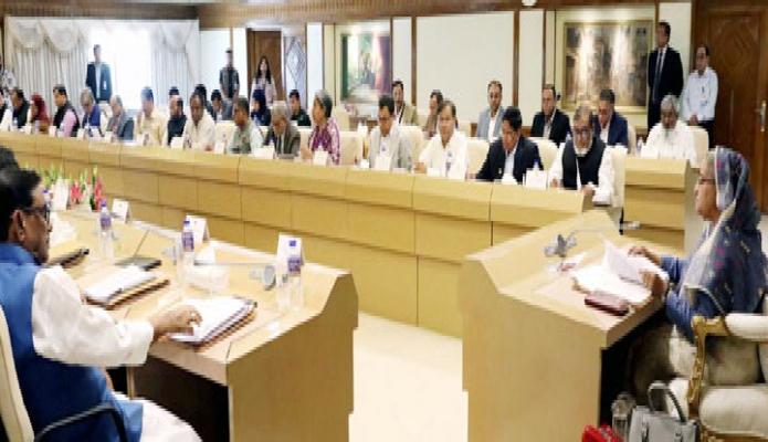 সোমবার প্রধানমন্ত্রী শেখ হাসিনা ঢাকায় তাঁর কার্যালয়ে মন্ত্রিপরিষদ বৈঠকে সভাপতিত্ব করেন -পিআইডি