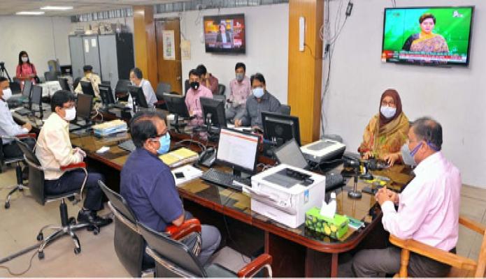 বৃহস্পতিবার তথ্যমন্ত্রী ড. হাছান মাহমুদ সবিবালয়ে তথ্য অধিদফতরে তথ্য মন্ত্রণালয়ের জরুরি সেবা প্রদানকারী সংস্থাগুলোর প্রধানদের সাথে বৈঠক করেন -পিআইডি