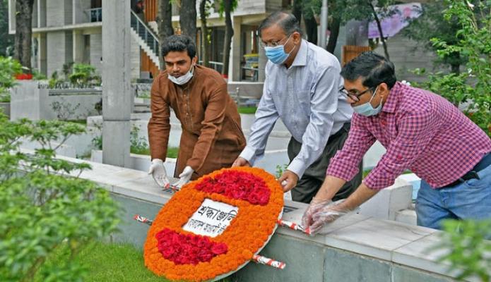 মঙ্গলবার তথ্যমন্ত্রী ড. হাছান মাহমুদ ঢাকায় বনানী কবরস্থানে শহীদ শেখ জামালের জন্মদিন উপলক্ষে তাঁর কবরে পুষ্পস্তাবক অর্পণ করেন -পিআইডি