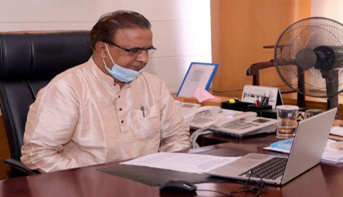 বুধবার সংস্কৃতি প্রতিমন্ত্রী কে এম খালিদ তাঁর মন্ত্রণালয়ের অফিসকক্ষে ১৩তম আন্তর্জাতিক আর্কাইভস সপ্তাহ ২০২০ উপলক্ষে আয়োজিত ভার্চুয়াল আলোচনা সভায় অংশ নেন-পিআইডি