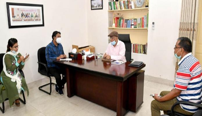 শনিবার তথ্যমন্ত্রী ড. হাছান মাহমুদ আজ ঢাকার মিন্টু রোডস্থ সরকারি বাসভবনে সাংবাদিকরে সাথে মতবিনিময় করেন -পিআইডি