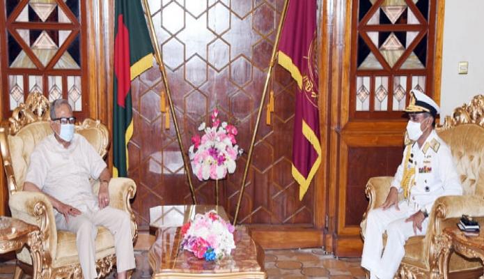 মঙ্গলবার রাষ্ট্রপতি মোঃ আবদুল হামিদের সাথে বঙ্গভবনে নৌবাহিনী প্রধান ভাইস এডমিরাল মোহাম্মদ শাহীন ইকবাল সাক্ষাৎ করেন -পিআইডি