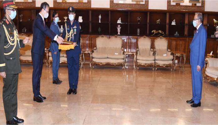 বুধবার রাষ্ট্রপতি মোঃ আবদুল হামিদের কাছে বঙ্গভবনে কোরিয়ার রাষ্ট্রদূত Lee Jang-Keun পরিচয় পেশ করেন-পিআইডি