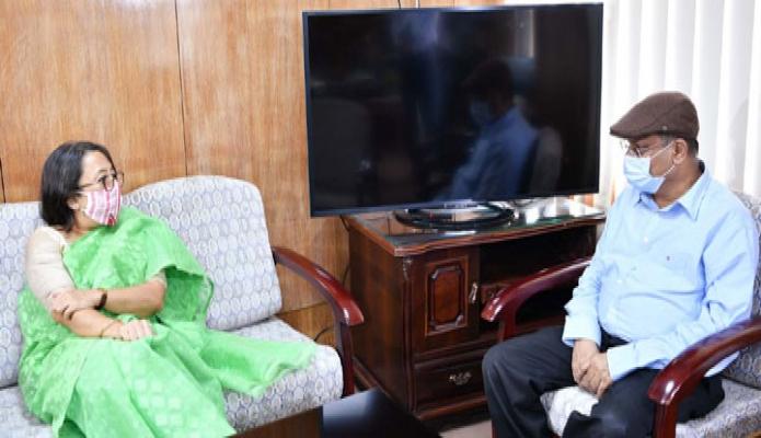 বুধবার তথ্যমন্ত্রী ড. হাছান মাহমুদ এর সাথে ঢাকায় তাঁর অফিসকক্ষে ভারতের বিদায়ি রাষ্ট্রদূত রীভা গাঙ্গুলী দাশ সাক্ষাৎ করেন -পিআইডি