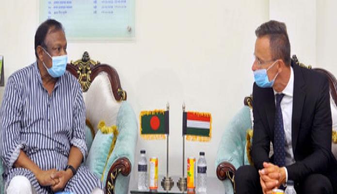 বৃহস্পতিবার বাণিজ্যমন্ত্রী টিপু মুনশির সাথে ঢাকায় মন্ত্রণালয়ের কাঁর অফিসকক্ষে সফররত হাঙ্গেরির পররাষ্ট্র ও বাণিজ্যমন্ত্রী Peter Szijjarto সাক্ষাৎ করেন -পিআইডি