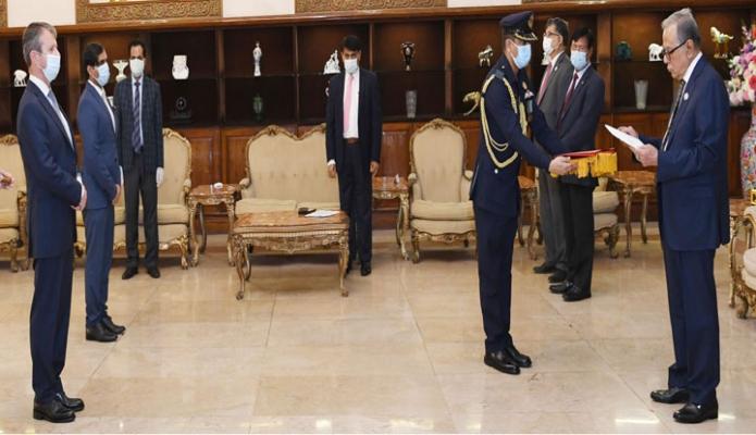 বুধবার রাষ্ট্রপতি মোঃ আবদুল হামিদের কাছে বঙ্গভবনে নরওয়ের রাষ্ট্রদূত 'Espen Rikter-Svendsen' পরিচয়পত্র পেশ করেন -পিআইডি