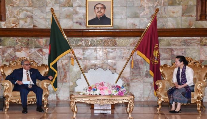 বৃহস্পতিবার রাষ্ট্রপতি মোঃ আবদুল হামিদের সাথে ঢাকায় বঙ্গভবনে বাংলাদেশ নিযুক্ত থাইল্যান্ডের রাষ্ট্রদূত 'Arunrung Photong Humphrey s, বিদায়ী সাক্ষাৎ করেন -পিআইডি