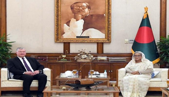 বৃহস্পতিবার প্রধানমন্ত্রী শেখ হাসিনার সাথে গণভবনে যুক্তরাষ্ট্রের ডেপুটি সেক্রেটারি অভ্ স্টেট 'স্টিফেন ই বিগান, সাক্ষাৎ করেন -পিআইডি