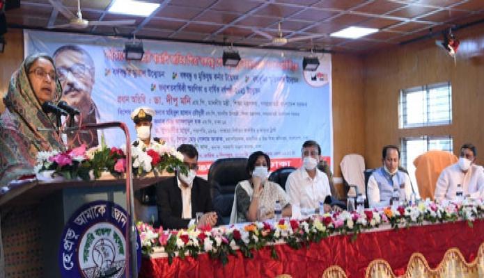 মঙ্গলবার শিক্ষামন্ত্রী ডা. দীপু মনি ঢাকায় সরকারি বাঙলা কলেজে জাতির পিতা বঙ্গবন্ধু শেখ মুজিবুর রহমানের জন্মশতবার্ষিকী উপলক্ষ্যে আয়োজিত অনুষ্ঠানে বক্তৃতা করেন -পিআইডি