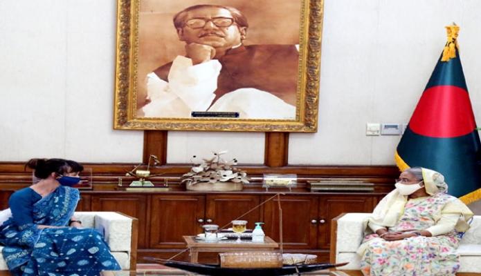 বৃহস্পতিবার প্রধানমন্ত্রী শেখ হাসিনার সঙ্গে গণভবনে সুইডেনের রাষ্ট্রদূত 'Alexandra Berg Von Linde, সাক্ষাৎ করেন -পিআইডি