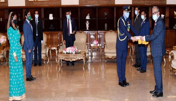 মঙ্গলবার রাষ্ট্রপতি মোঃ আবদুল হামিদের নিকট বঙ্গভবনে মালদ্বীপের হাইকমিশনার 'Shiruzimath Sameer, পরিচয়পত্র পেশ করেন -পিআইডি